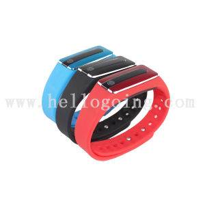 OLED 4.1 Bluetooth Smart Bracele for Kids GPS Tracker Bracelet pictures & photos