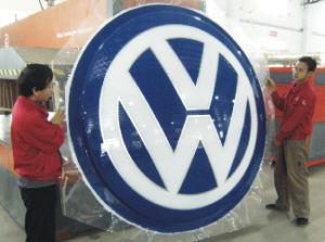 Super Quality Best-Selling Vacuum Coating Acrylic LED Illuminated Auto Logos pictures & photos
