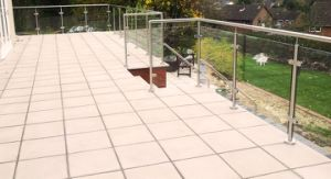Modern Backyard Tempered Glass Railings with America Standard pictures & photos