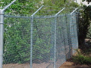 China Galvanized Barbed Wire Chain Link Fence Ynd Clk 033