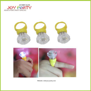 Diamond-Shaped LED Bulb Key Ring (Joy25-2000) pictures & photos