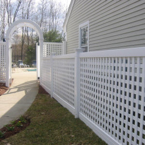 Lattice Fencing with Arched Door pictures & photos