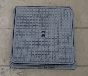 En124 D400 Square Ductile Iron Manhole Cover with Frame pictures & photos