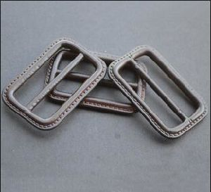 Custom Factory Wholesale Real/PU Leather Buckle pictures & photos