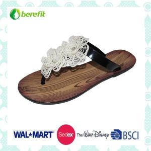Beautiful Design, Delicate Decoration, Fashion Slippers pictures & photos