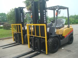 Shytger 1.5tons Diesel Forklift Fd15t with Xinchai Engine pictures & photos