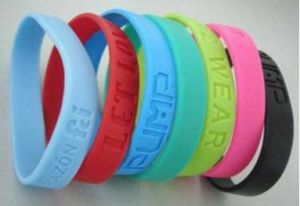 Factory Direct Sales Eco-Friendly Fashion Engraved Flower Silicone Bracelet pictures & photos
