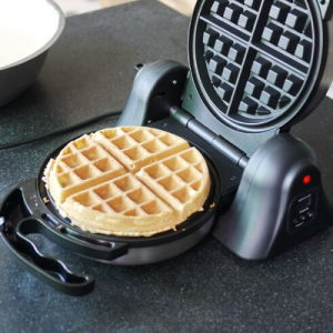 110V Home Kitchen Appliance Baking Machine Belgium Waffle Maker pictures & photos