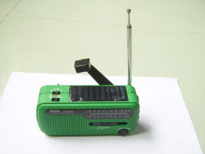 Multi-Function Solar Dynamo Powered Radio FM with LED Flashlight pictures & photos