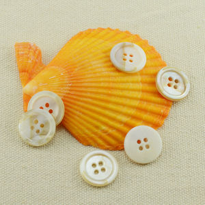White 4 Holes Natural Freshwater Shell Button for Shirt pictures & photos