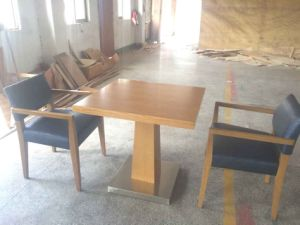 Restaurant Furniture/Hotel Furniture/Restaurant Chair/Dining Furniture Sets/Restaurant Furniture Sets/Solid Wood Chair (GLDC-000103) pictures & photos