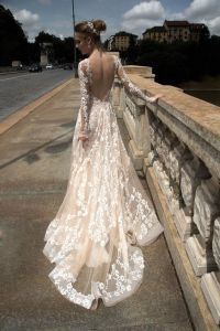 Champagne Lace Bridal Gown Sheer Long Sleeves Wedding Dress H201725 pictures & photos