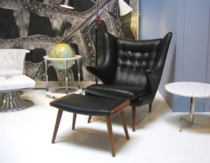 Hans J Wegner Papa Bear Chair in Black Leather pictures & photos