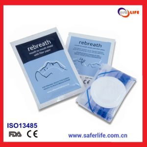 2015 Wholesale Medical Promotional First Aid Emergency CPR Face Shield in Paper Pouch pictures & photos
