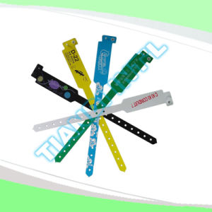 Professional Entertainment Hot Selling Custom Made Disposable Plastic Wristbands (E8020-11) pictures & photos