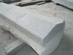 China Outdoor Light Grey Granite Kerbstones with CE Certified pictures & photos