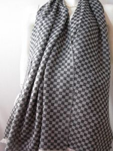 Cashmere Chess Plaid Thin Shawl pictures & photos