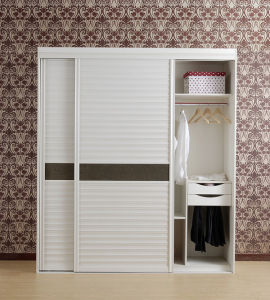 White Wooden Walk in Closet with Blind Door pictures & photos