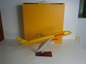 B757 DHL Polyresin Scale Model Plane pictures & photos