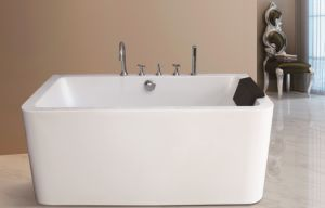 2017 Seamless Freestanding Acrylic Bath Tubs with Pillow and Faucets pictures & photos