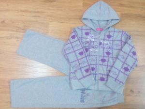 Girl Children′s Sports Suit in Kids Clothes pictures & photos