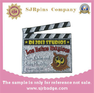 Wholesale Custom Hard Enamel Metal Lapel Pins with Glitter pictures & photos