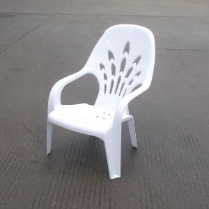 Armed Barrel Plastic Stacking Chairs/ Event Rental Chair pictures & photos