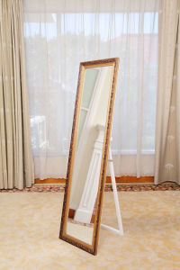 European Style Embossed Gloden Wooden Mirrors with Stand