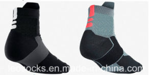 2017 New Design Custom Made Sport Athletic Elite Cotton Socks pictures & photos