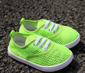 Very Young and Comfortable Children′s Canvas Shoes pictures & photos
