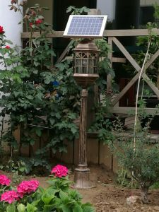 Solar LED Garden Courtyard Lawn Light with Mosquito Repellent Killer pictures & photos