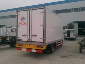 Freezers Type Dongfeng 95HP 4X2 Mini Refrigerator Truck pictures & photos