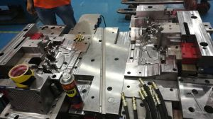 Plastic Injection Mould for Auto Parts with Hot or Cold Runner pictures & photos