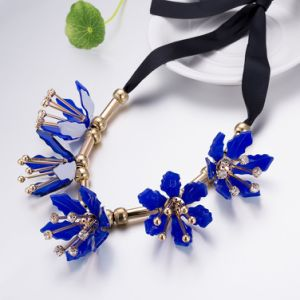 Gold Plated Flower Lacing Pendant Necklace Artificial Jewelry pictures & photos