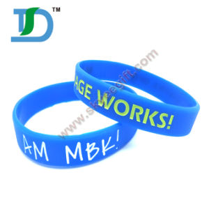Hot Sale China Customized Debossed Silicone Wristband pictures & photos