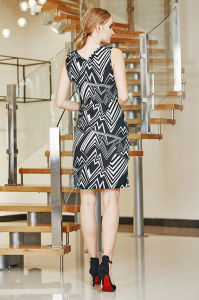 V Neck Sleevelss MIDI Dress with Double Layer Skirt and Cross Over Hem. pictures & photos
