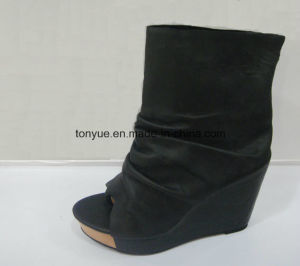 Lady Leather Shoe Retro Wedge Ankle Boots pictures & photos