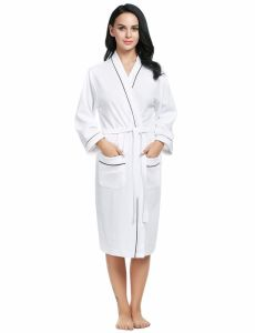 Top Selling Soft and Absorbent Quality Cotton Bathrobe pictures & photos