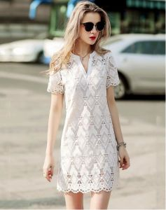 Summer Geometrical Pattern Lace V-Neck Women′s Dress pictures & photos