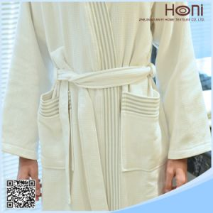 100% Cotton White Waffle Hotel Kimono Bathrobe with Embroidery Logo pictures & photos