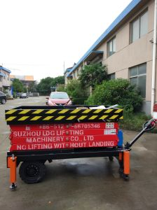 Self-Propelled Hydraulic Scissor Aerial Work Lift Platform (SJZ0.5-6) pictures & photos