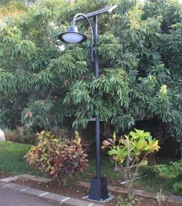 Outdoor LED Courtyard Solar Street Lamps for Yard Garden Path Landscape pictures & photos