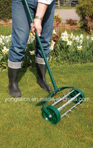 Rolling Grass Lawn Spike Aerator with Metal Protection Guard (GT301) pictures & photos