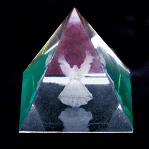3D Laser Crystal Pyramid (JC4331CL)