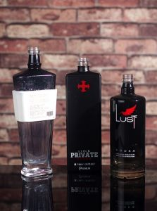 Custom Made 750ml Black Glass Bottle pictures & photos