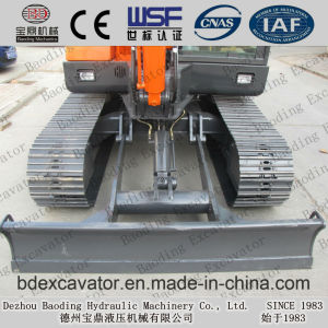Shandong Mini Crawler Excavator 5.5ton with SGS Certificate pictures & photos