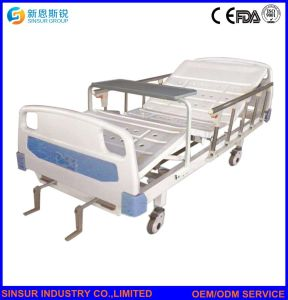 China Factory Medical Furniture Aluminum-Alloy Guardrail Manual Double-Shake Hospital Beds pictures & photos