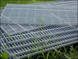 Supply Hot-Dipped Galvanized Steel Grating, Walkway Mesh pictures & photos