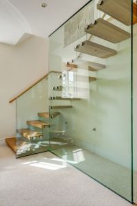 Popular Villa Stairs/ Wooden Glass Staircase/ Floating Stairway pictures & photos