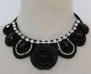 Lady Fashion Flower Beaded Crystal Costume Jewelry Necklace (JE0120) pictures & photos